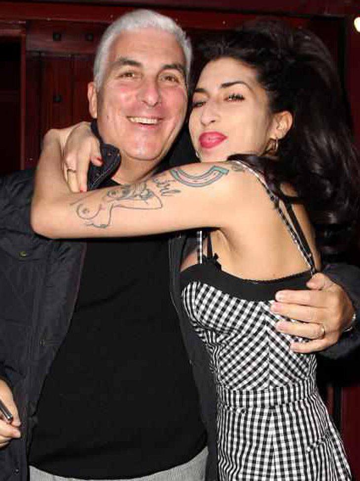 Mitch Winehouse mit seiner verstorbenen Tochter Amy
