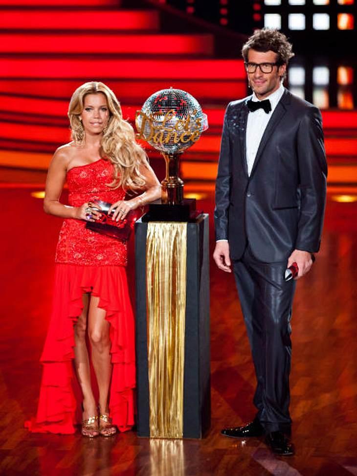 """""""Let's Dance"""" 2012 - Die HighlightsSilvie van der Vaart (34) und Daniel Hartwig (33) präsentierten zu Beginn der Final-Show die begehrte Trophäe, die der Sieger mit nach Hause nehmen durfte."""