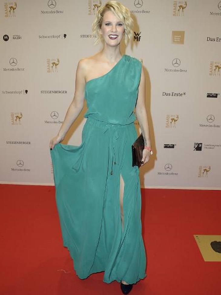 Bambi 2012 - Die Looks der StarsMonica Ivancan (35) versteckte ihren Babybauch gekonnt unter dem figurumspielenden Schlitz-Kleid.,