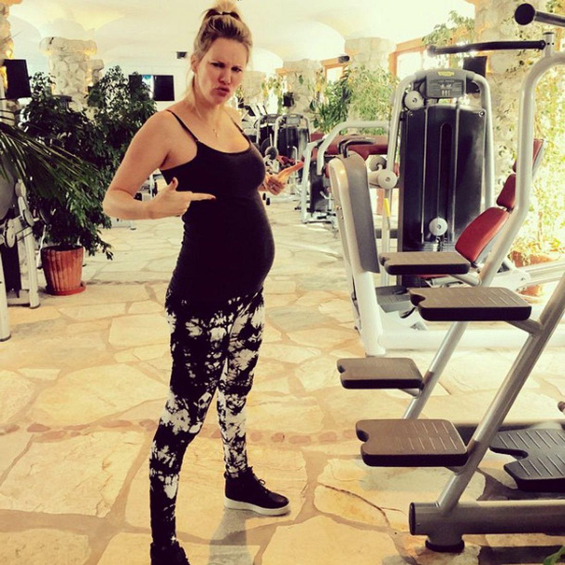 Monica Ivancan geht auch mit Babybauch noch zum Fitness