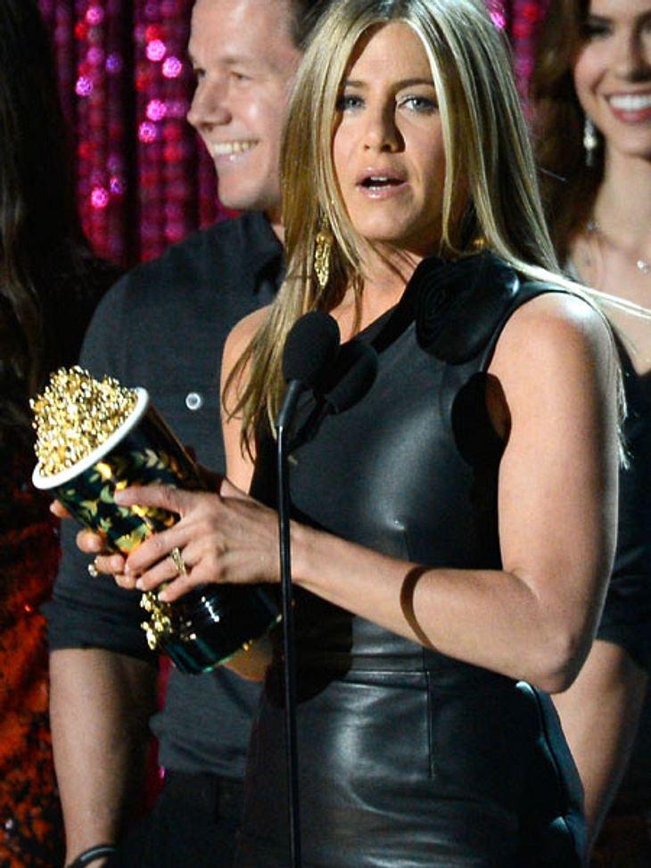 MTV Movie Awards 2012: Die HighlightsJennifer Aniston (43) freute sich besonders über ihren Preis als Drecksack des Jahres. Gilt sie doch sonst als braves Mädchen von nebenan.