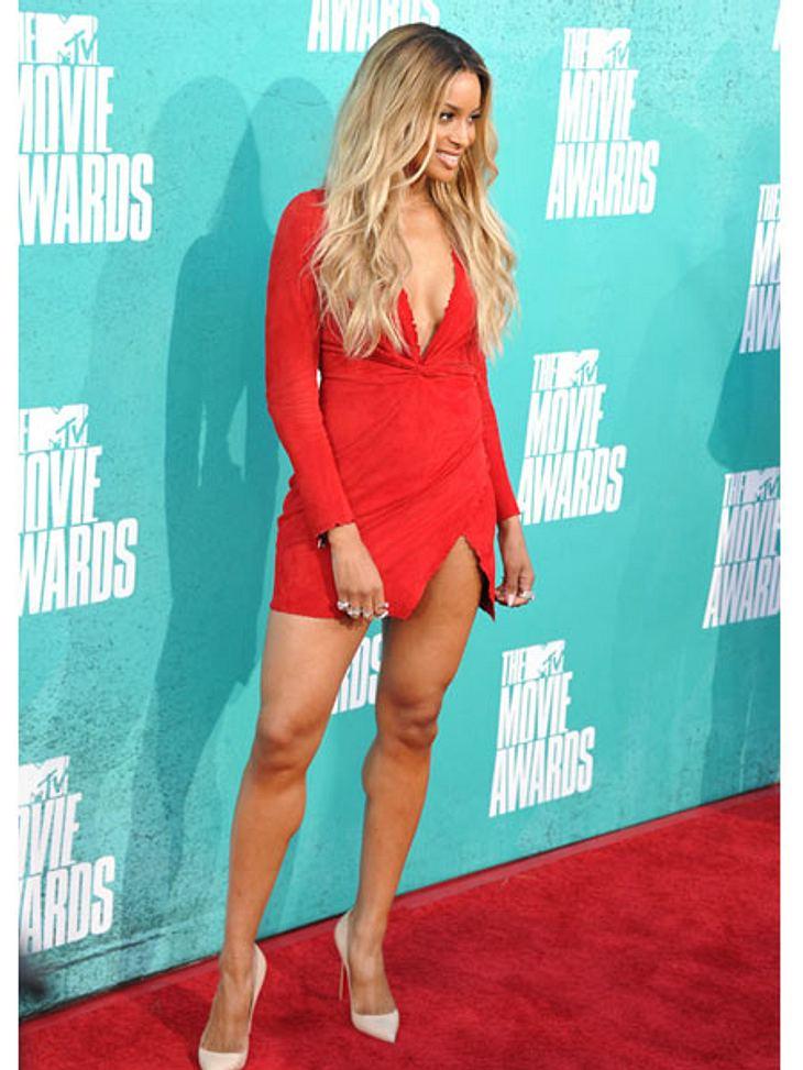 MTV Movie Awards 2012: Die HighlightsSängerin Ciara (26) hat schon lange nichts mehr von sich hören lassen, dafür zeigt sie umso mehr Bein.