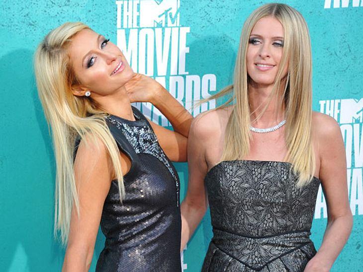 MTV Movie Awards 2012: Die Highlights...um danach mit ihrer Schwester Nicky Hilton (28) zu posen.