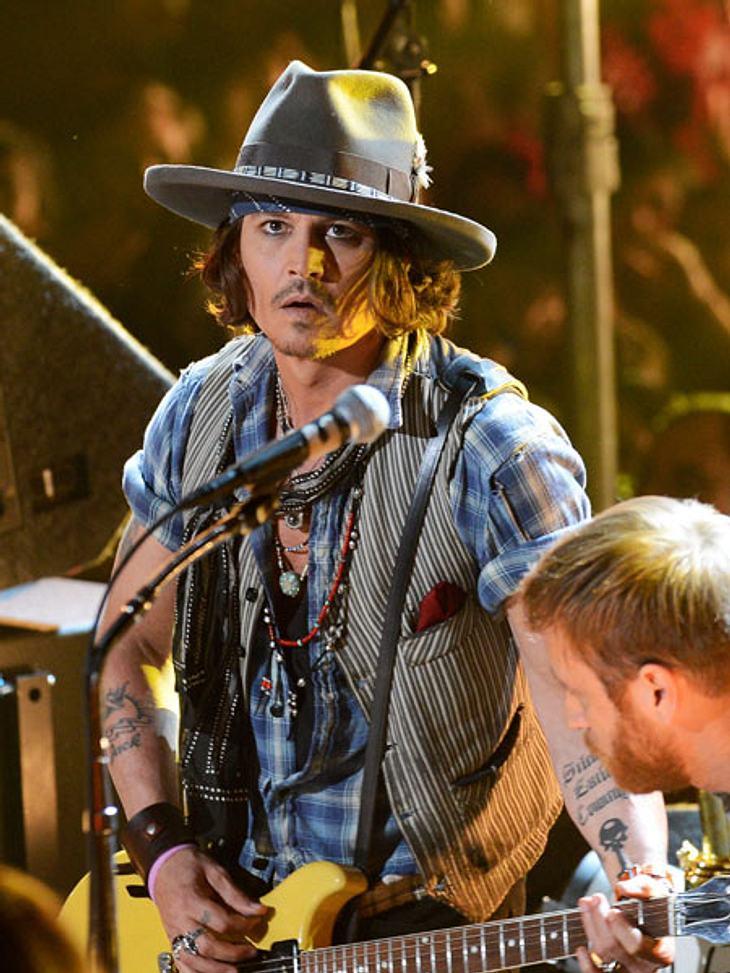 MTV Movie Awards 2012: Die HighlightsJohnny Depp (48) erhielt den Preis für sein Lebenswerk und zeigte dann aber auf der Bühne, dass er noch nicht zum alten Eisen gehört.