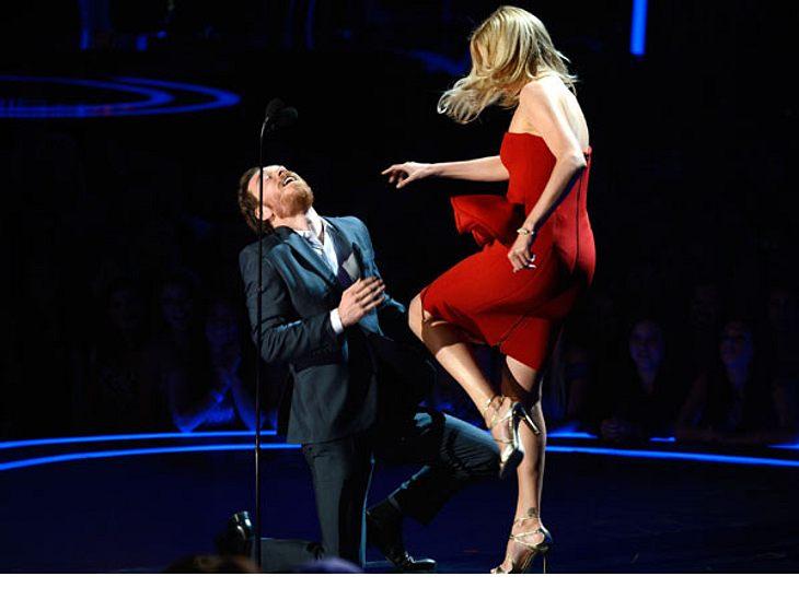 """MTV Movie Awards 2012: Die HighlightsSehr viel Einsatz zeigte Charlize Theron (36). Sie """"verprügelte"""" kurzerhand ihren Filmpartner Michael Fassbender (35). Eine grandiose Show!"""