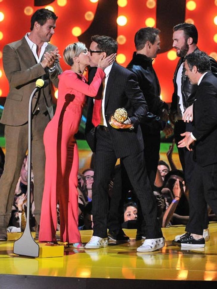 Gruppekuscheln bei den MTV Movie Awards 2015