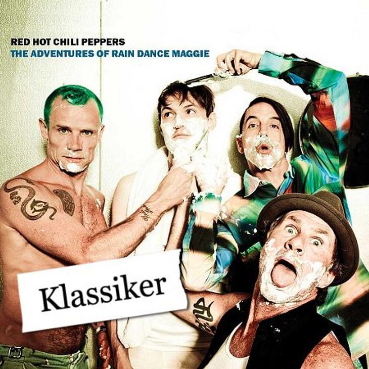 """Das hört die WUNDERWEIB.de-Redaktion im AugustIngrid hört """"The Adventures of Rain Dance Maggie"""" von Red Hot Chili Peppers:""""Am 26. August kommt endlich das neue Album der Red Hot Chili Peppers raus und ich bin ziemlich gespann"""
