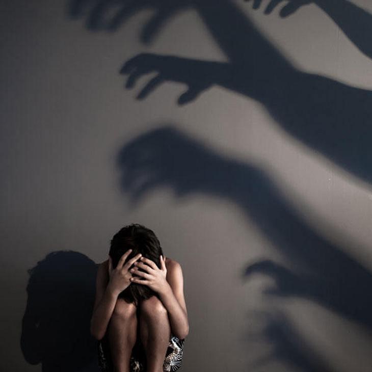 Die Frau vergewaltigte ihren eigenen Sohn