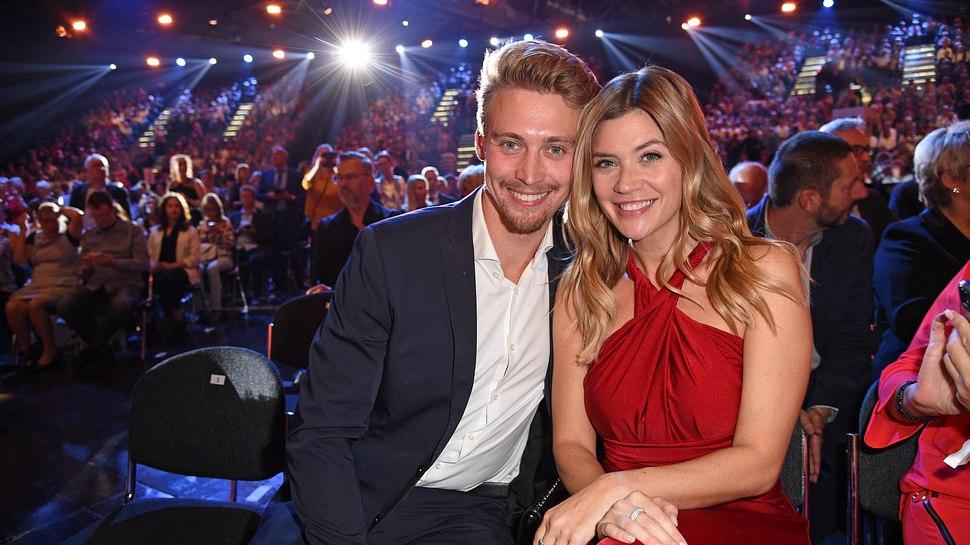 Nadine Klein und Tim Nicolas haben sich verlobt - Foto: Getty Images