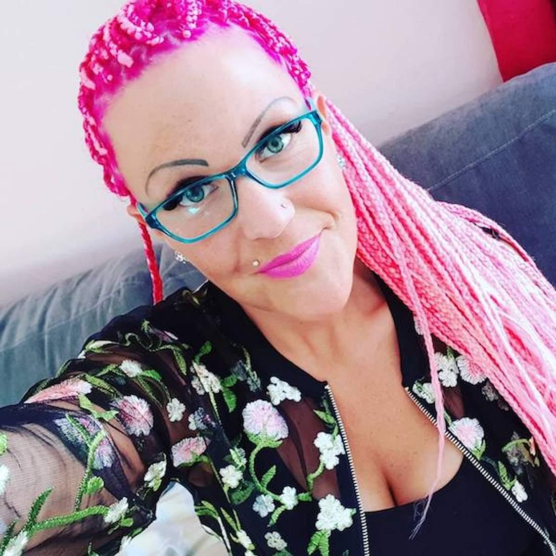 Pinke Rastas: Nadine Zucker zeigt ihre neue Frisur