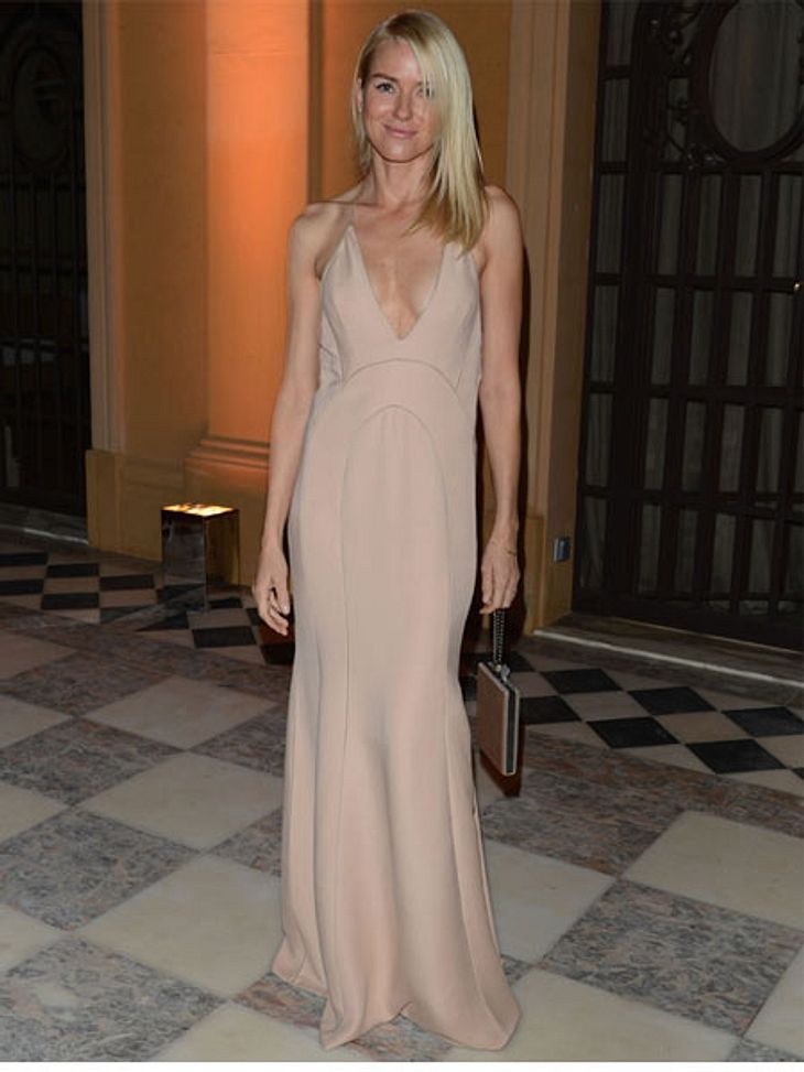 Cannes 2012Naomi Watts (43) liebt es unkonventionell. Das nudefarbene Kleid ist leicht und wird ohne BH getragen: Perfekt für's heiße Cannes.