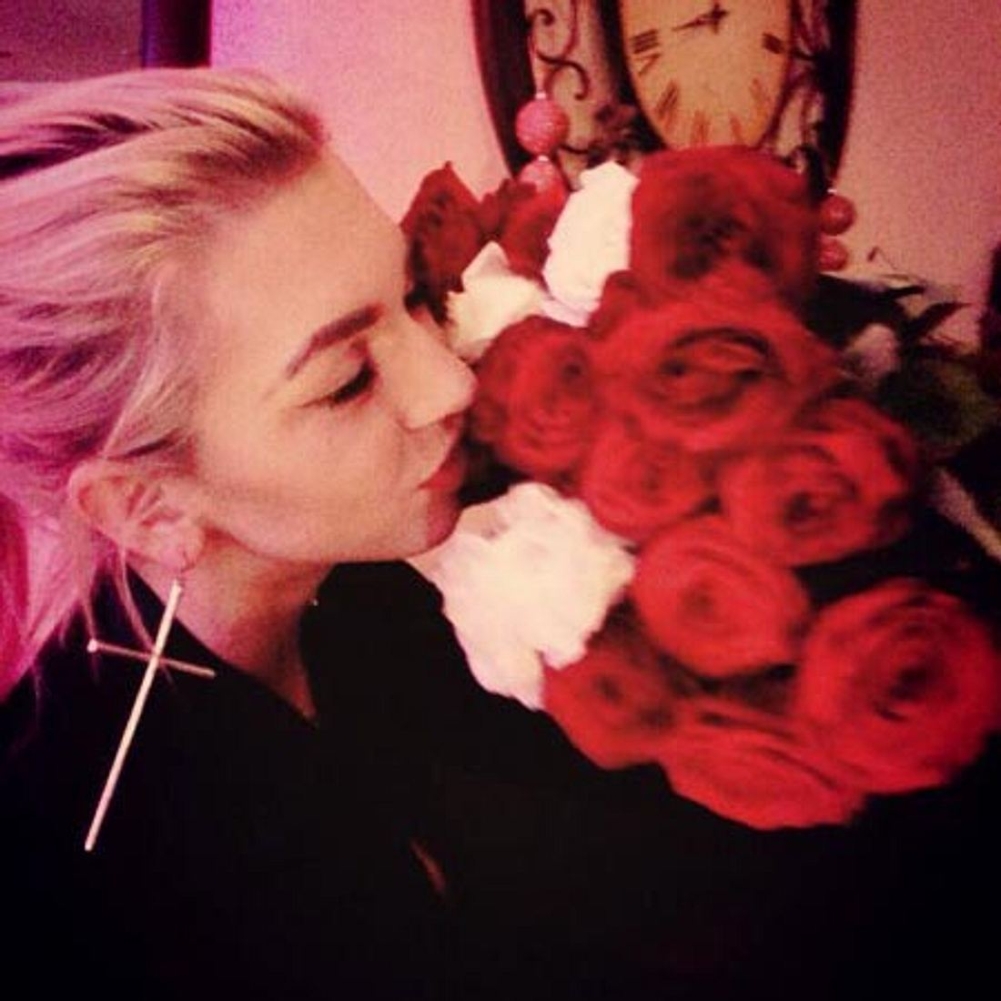 Rosen für Natalia? Von wem sind die denn?
