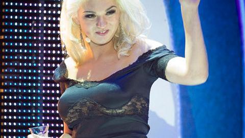 Natalia Osada hat ihre Brüste abbezahlt. - Foto: Timur Emek/Getty Images