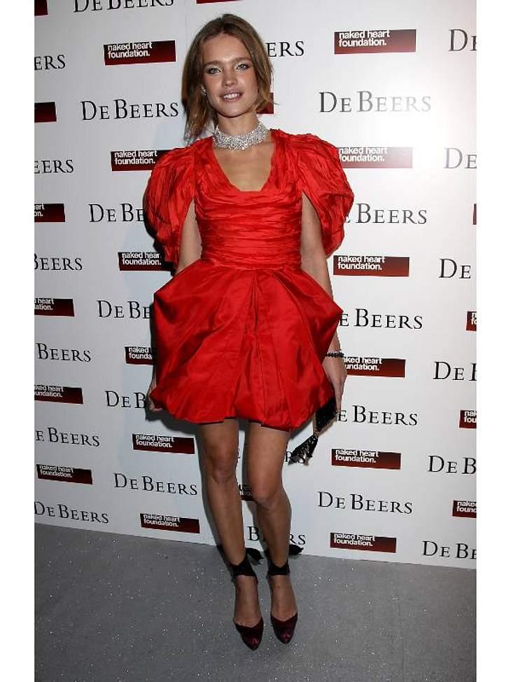 Zwei Stars, ein Kleid: Diese Stars tragen die gleichen Klamotten!Der Look von Natalia Vodianova:... Model Natalia Vodianova sich zwar das gleiche gekauft hat, aber sich für Rot entschieden hat.
