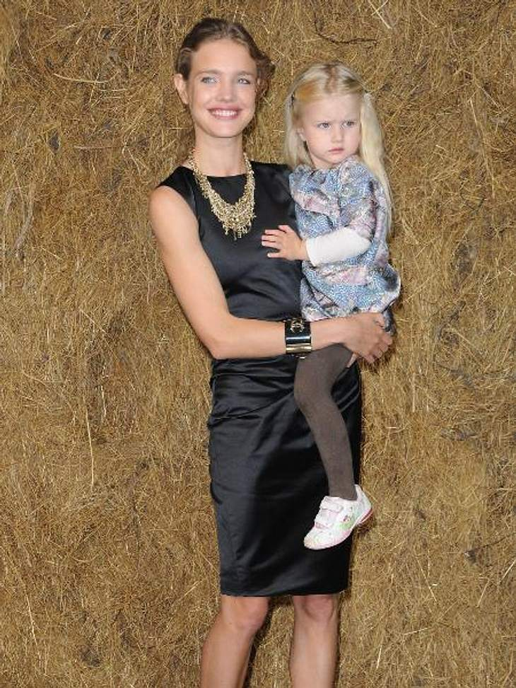 Ganz die Mama! So süß sind die Kinder der ModelsNatalia Vodianova (30) zählt zu den gefragtesten Models unserer Zeit. Ihre kleine Tochter Neva (6) tritt bereits jetzt in Mamas Fußstapfen. Natalia Vodianova, die bereits seit 17 Jahren im Mod
