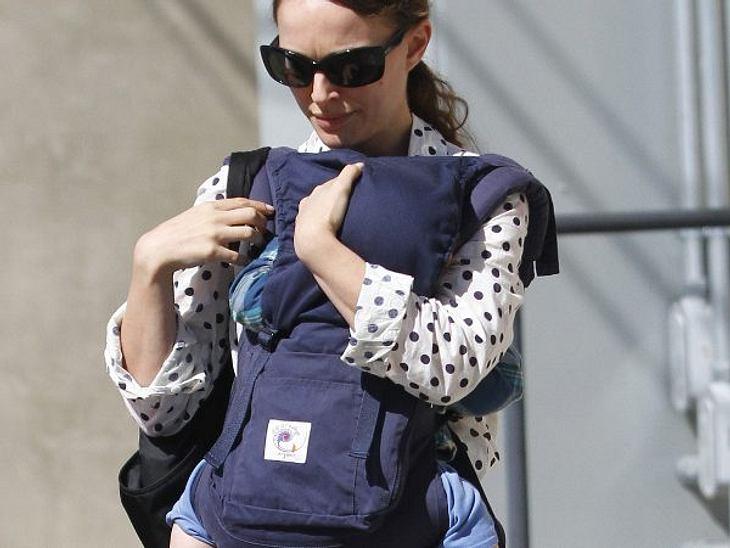 Mein erster Muttertag: Stars im Mama-GlückNatalie Portman (30) versteckt Söhnchen Aleph noch vor der Öffentlichkeit. Der kleine ist am 14. Juni 2011 auf die Welt gekommen. Und so kann der Kleine Mamas großen Tag auch schon bewusst miterlebe