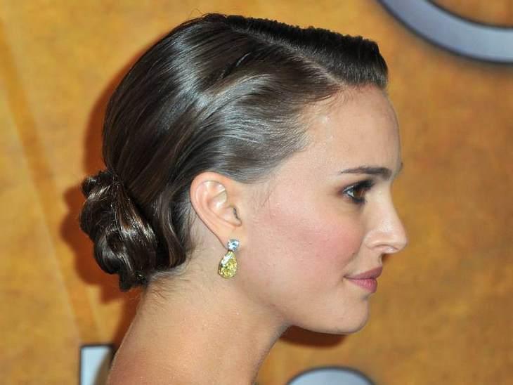 """Die Trend-Frisuren der StarsBallett-Inspiration: Nach """"Black Swan"""" ist der Ballerina-Look total angesagt. Auch  Natalie Portman trägt außerhalb des Sets nun den Ballerina-Knoten im Nacken."""