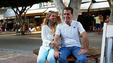 Natascha Auer und Yavuz bei Goodbye Deutschland heute - Foto: TVNOW / Seema Media