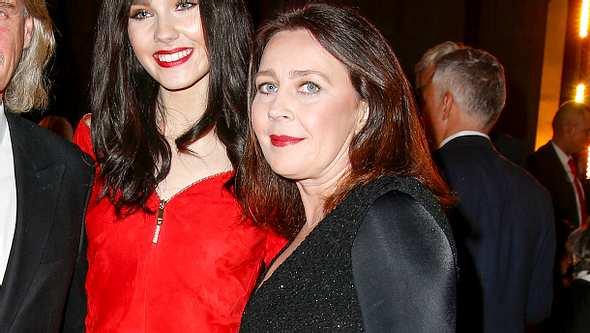 Nathalie Volk: Wann wird ihre Mutter endlich wieder arbeiten? - Foto: Getty Images