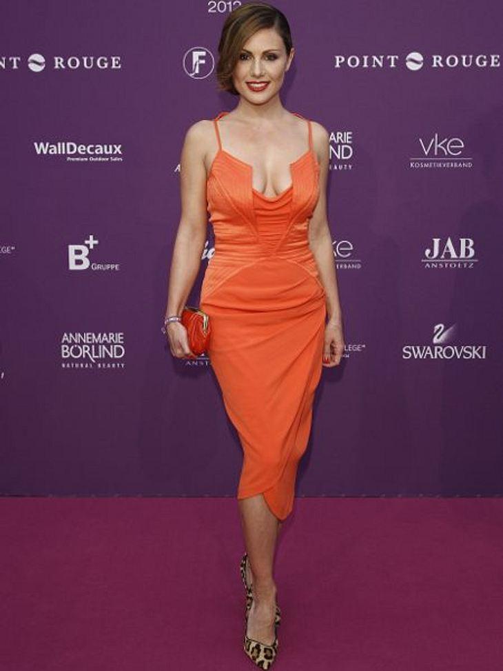 """Klau den Look von Nazan EckesBei den """"Duftstars"""" zeigte sich Nazan in knalligem Orange.Und so stylst Du den Look nach >>"""