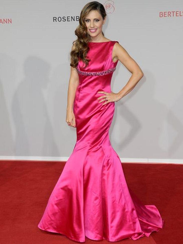 Klau den Look von Nazan EckesDas knallte gewaltig: Im pinken Abendkleid zog Nazan Eckes beim Rosenball in Berlin alle Blicke auf sich.Und so stylst Du den Look nach >>