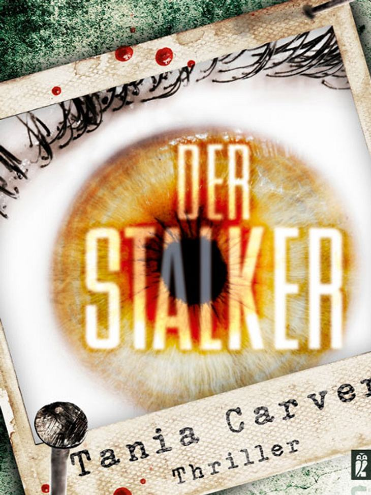 """Der Stalker von Tania CarverDarum geht's:Suzanne hat einen Stalker. Es muss so sein. Denn als sie morgens aufwacht findet sie ein Foto. Darauf zu sehen: Sie selbst, schlafend in ihrem Bett. Darunter hat jemand den Satz """"Ich wache über"""