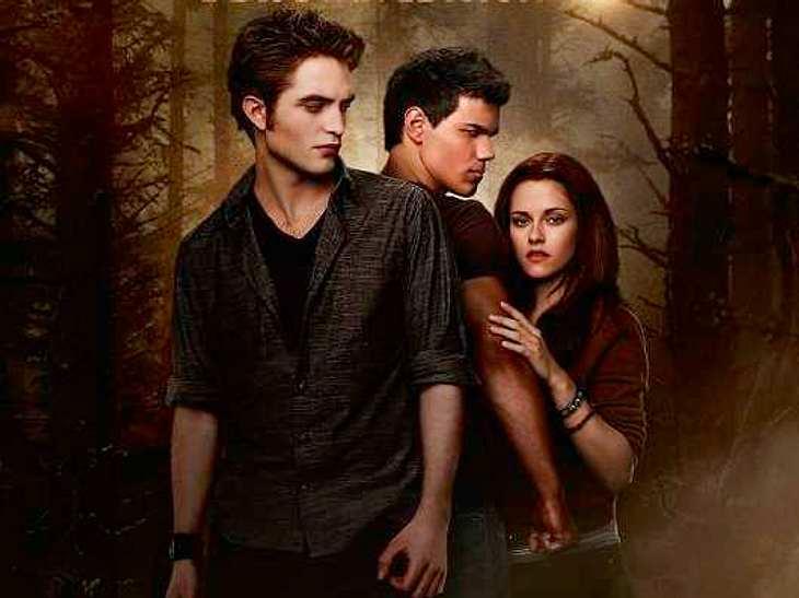 """""""Twilight"""": Witziges & Wissenswertes""""New Moon - Biss zur Mittagsstunde"""": Der Ring, den Bella während des gesamten Films an ihrem Zeigefinger trägt, ist mit einem großen Mondstein besetzt. ,"""