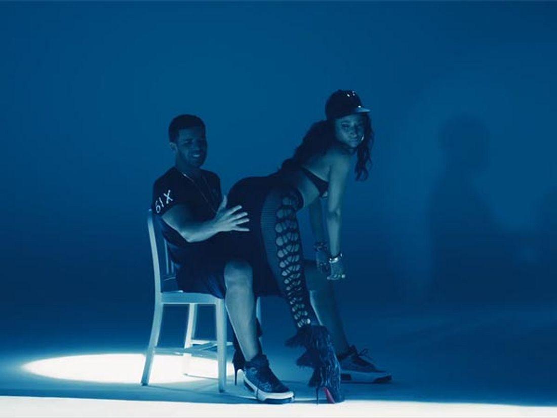 Er legt Hand an. Rihanna dreht sicherlich durch