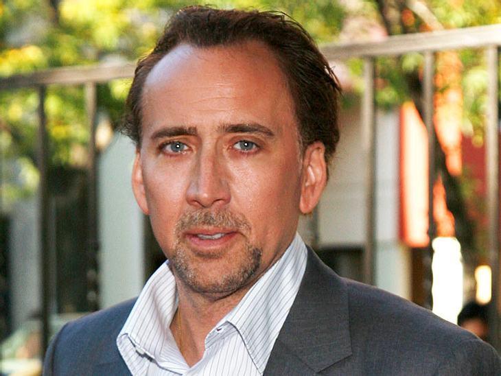 Abergläubische StarsWenn Nicolas Cage (48) etwas Positives erlebt, dann klopft er sofort dreimal auf Holz. Der Aberglaube besagt, dass dieses Ritual das Ganze noch unterstützt.