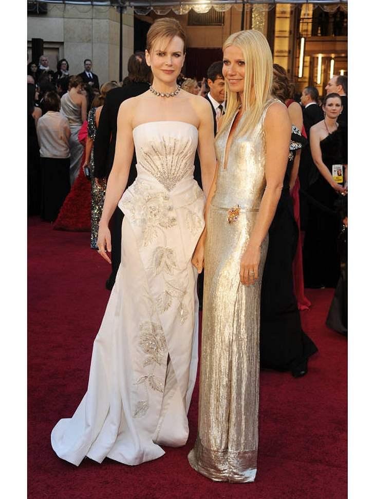 Oscar-Verleihung 2011:Zwei, die sich verstehen:  Nicole Kidman in Dior Couture und Gwyneth Paltrow in einer Kreation ganz in Gold.