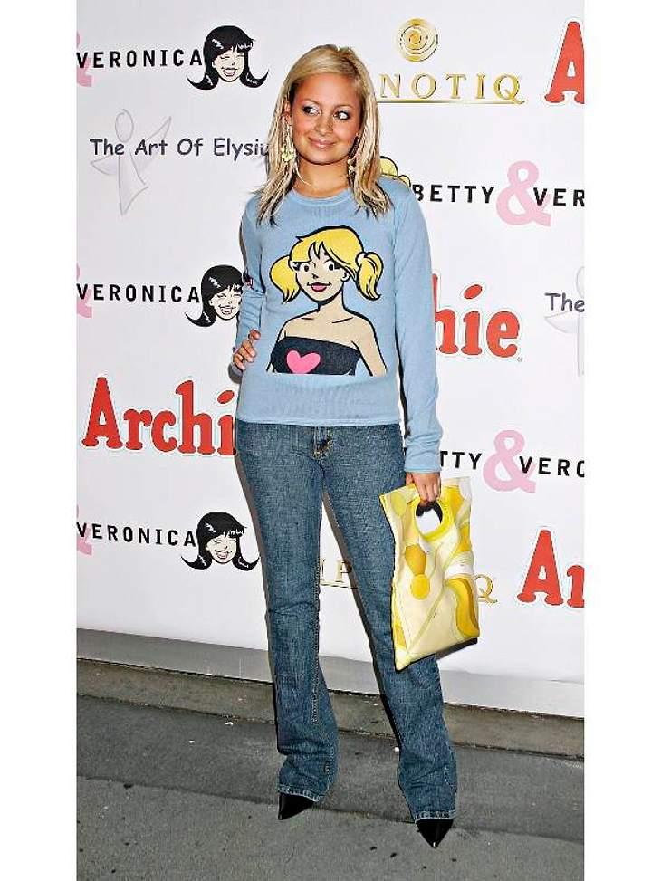 Modesünden der StarsNicole Richie war auf diesem Foto nicht erst zwölf, ihr Modegeschmack war nur noch nicht besonders erwachsen. Dieser Pulli ist ein absolutes No-Go.