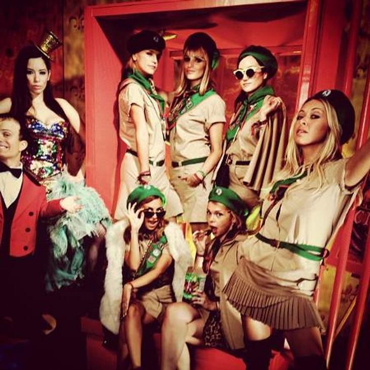 Die schräge Kostüm-Parade der StarsNicole Richie (31) und ihre Freundinnen haben sich in eine kesse Pfadfinder-Truppe verwandelt.