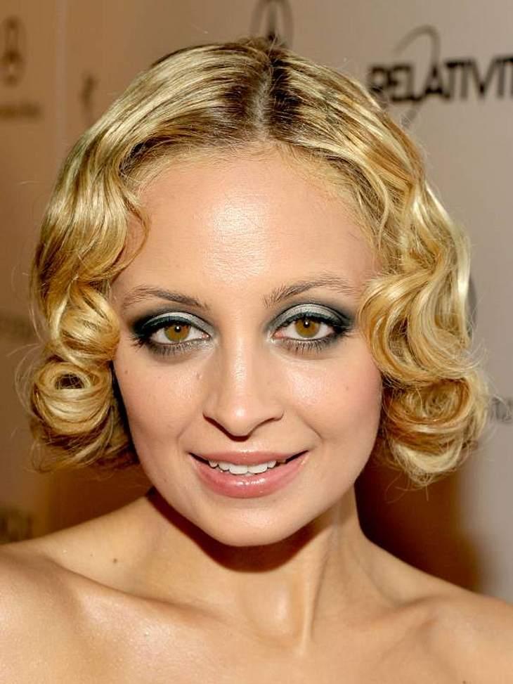 Die Trend-Frisuren der StarsAuch die 40er sind zurück auf den Köpfen.  Nicole Richie mit gelegten Wellen im Kurz-Bob-Look.