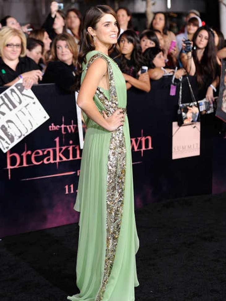 """""""Breaking Dawn - Teil 1""""-Weltpremiere - Die HighlightsNikki Reed in einer Art Toga in grün."""