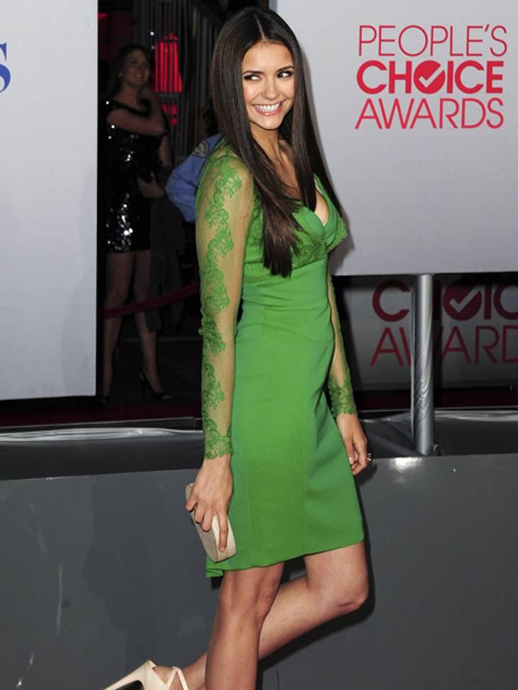 Elegant & sexy - Der Style von Nina DobrevDie 23-Jährige süß in grüner Seide und Spitze.