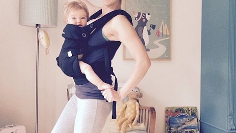 Sportliche Mama: Nina Bott trainiert mit Baby Luna - Foto: Instagram / Nina Bott
