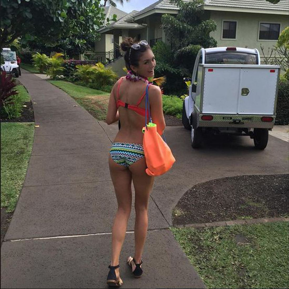 Nina Dobrev kann sich im Bikini durchaus sehen lassen