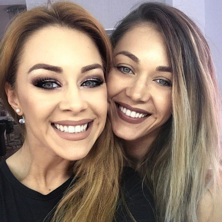 Oana Nechiti zeigt ihre Schwester Diana