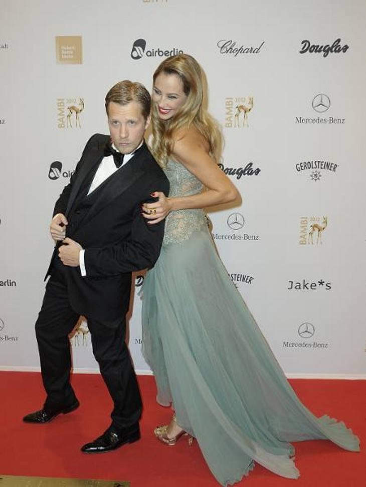 Bambi 2012 - Die Looks der StarsOliver Pocher (34) tat das, was er am besten kann: herumblödeln. Ehefrau Alessandra (29) machte gute Miene zum bösen Spiel.