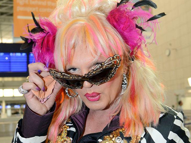 """Ohne Olivia Jones wäre das """"Dschungelcamp"""" langweilig!Nahezu jede Umfrage prognostiziert: Olivia Jones wird Dschungelkönigin 2013. Sie selbst will den Titel unbedingt. Mit Humor, Glamour, Charakter und einer spitzen Zunge kämpft s"""
