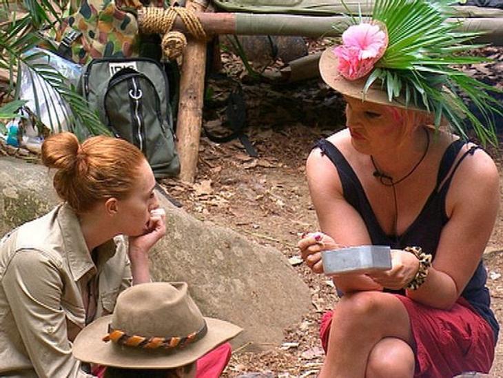 """Ohne Olivia Jones wäre das """"Dschungelcamp"""" langweilig!In Georgina Fleur (22) hat Olivia Jones eine Gleichgesinnte in Sachen Klatsch und Tratsch gefunden. Ob Mit-Camper oder die Promis """"draußen"""" - alle bekommen bei den ab"""