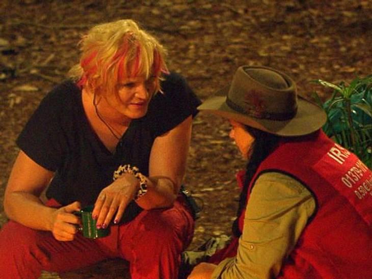 """Ohne Olivia Jones wäre das """"Dschungelcamp"""" langweilig!Olivia und ihre liebste Tratsch-Verbündete Iris Klein (45) bescherten uns während ihrer gemeinsamen Nachtwachen so manch amüsante Läster-Attacke. Besoders auf Silva Gonzalez (3"""
