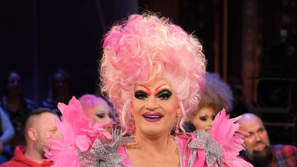 So sieht die Drag Queen ohne Make-Up aus