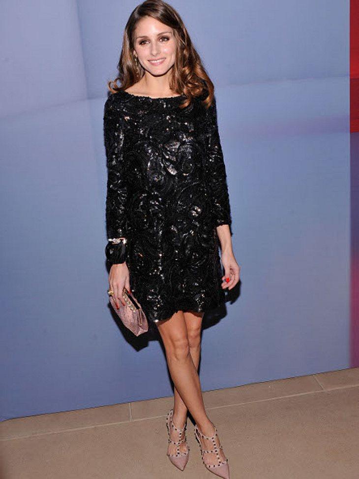 Die heißen Partykleider der StarsStilikone Olivia Palermo im kleinen Schwarzen mit floraler Pailletten-Verzierung.,Und dazu: Partyschuhe und Glitzerpumps >>