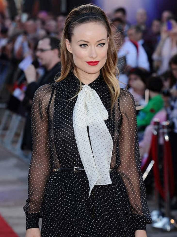 Star-Trend: SchleifeWas wäre das schon sehr schöne Kleid von Olivia Wild ohne diese Schleife? Auf jeden Fall weniger auffällig!