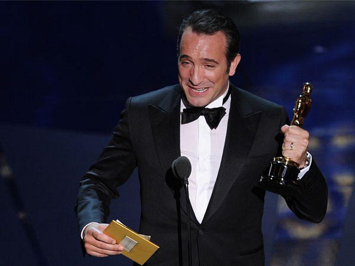 """Oscar 2012: Die strahlenden GewinnerBester Hauptdarsteller: Jean Dujardin (""""The Artist"""") - Hollywoods Schönlinge George Clooney und Brad Pitt gingen mit leeren Händen nach Hause..."""