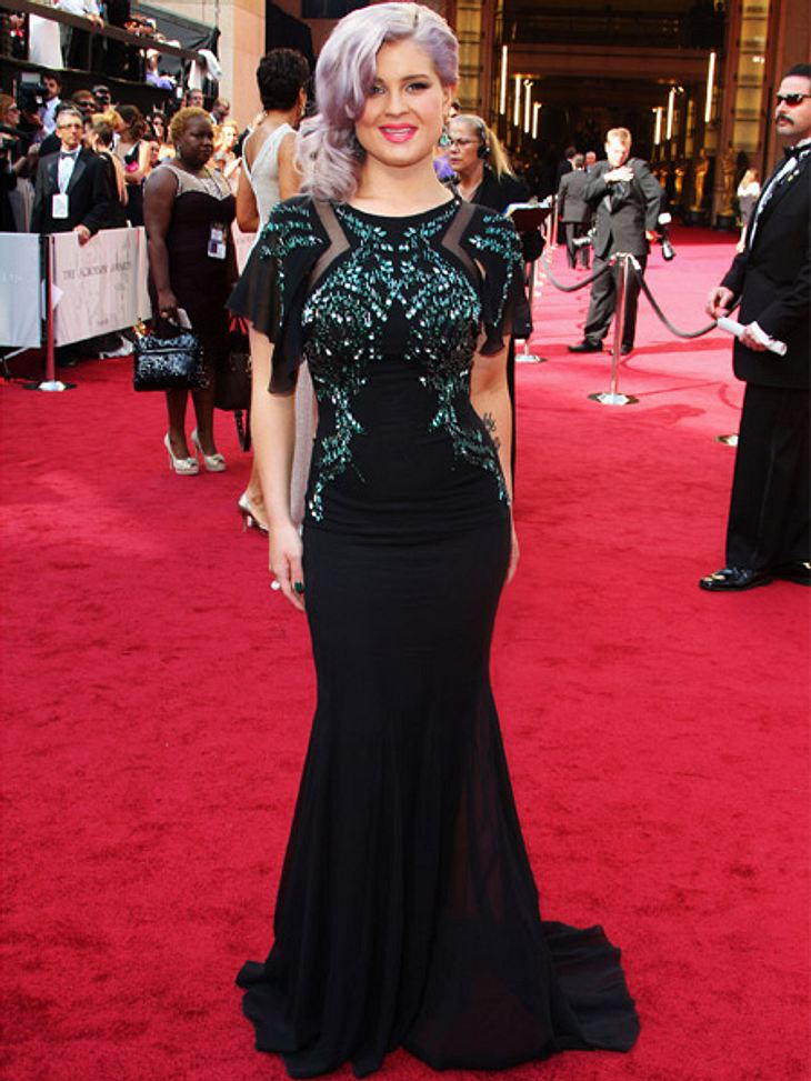 Die Kleider der Oscar-Verleihung 2012Sorry, aber einen echten Flop-Look zeigte Kelly Osbourne (27) in Badgley Mischka auf dem Red Carpet der Oscar-Verleihung. Fluoreszierende Pailletten zu lavendelfarbenen Locken? No way!