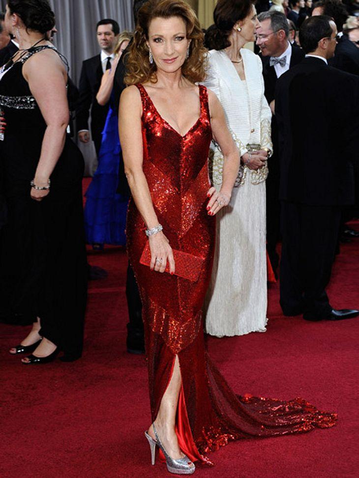 Die Kleider der Oscar-Verleihung 2012Das rote Glitter-Kleid von Jane Seymour (61) erinnert uns eher an Las Vegas als an Hollywood.