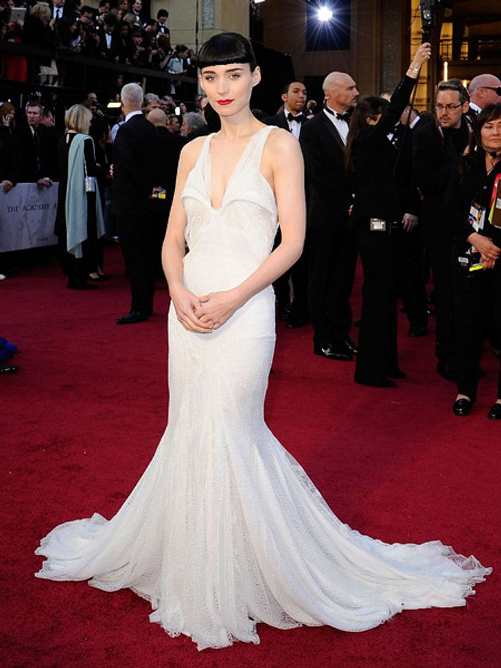 Die Kleider der Oscar-Verleihung 2012Rooney Mara (26) setzte sich mit einem bodenlangen Kleid von Givenchy in Szene.
