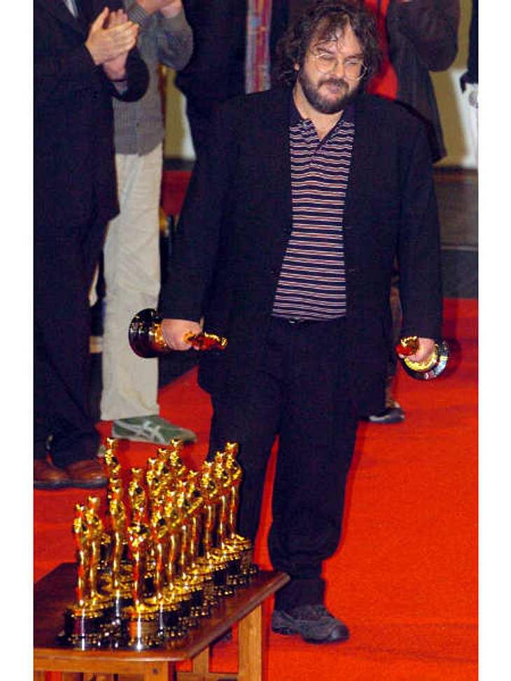"""Die Oscar-Verleihung: 17 OscarsDie Trilogie von """"Der Herr der Ringe"""" bekam insgesamt 17 Oscars. Elf davon allein der Teil """"Die Rückkehr des Königs"""". Dieser Film hält damit den Rekord an gewonnenen Oscars. Am häufigsten n"""